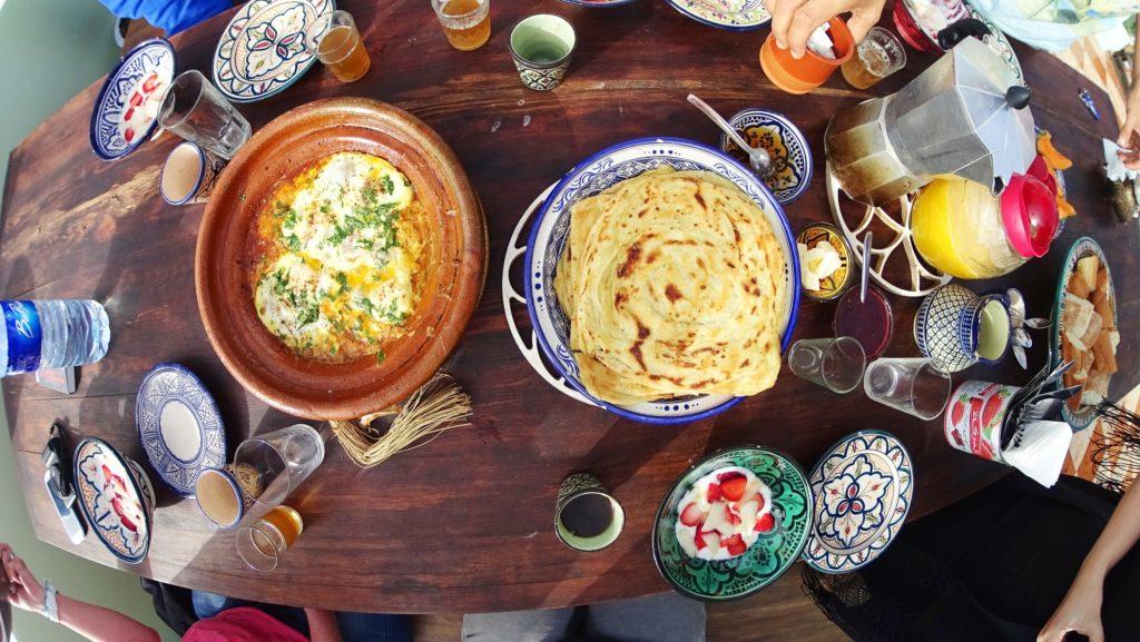 śniadanie u mojej znajomej, Shiraz, która prowadzi hostel Amayour w Taghazout