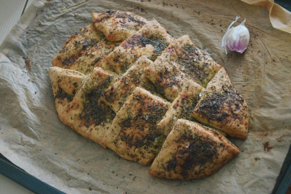 ciasto drożdzowe drożdze placek chleb ziołowy zioła herbal bread recipe simple prosty łatwy przekąska pizza