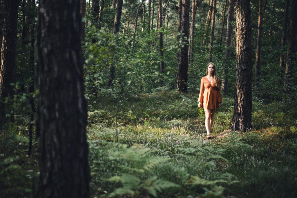 aleksandra rozmus autorka slavic girl słowianka fern kwiat paproci rodzimowierca polka dziewczyna piękna słowianie krajka pattern slavic koszula blouse traditional folk