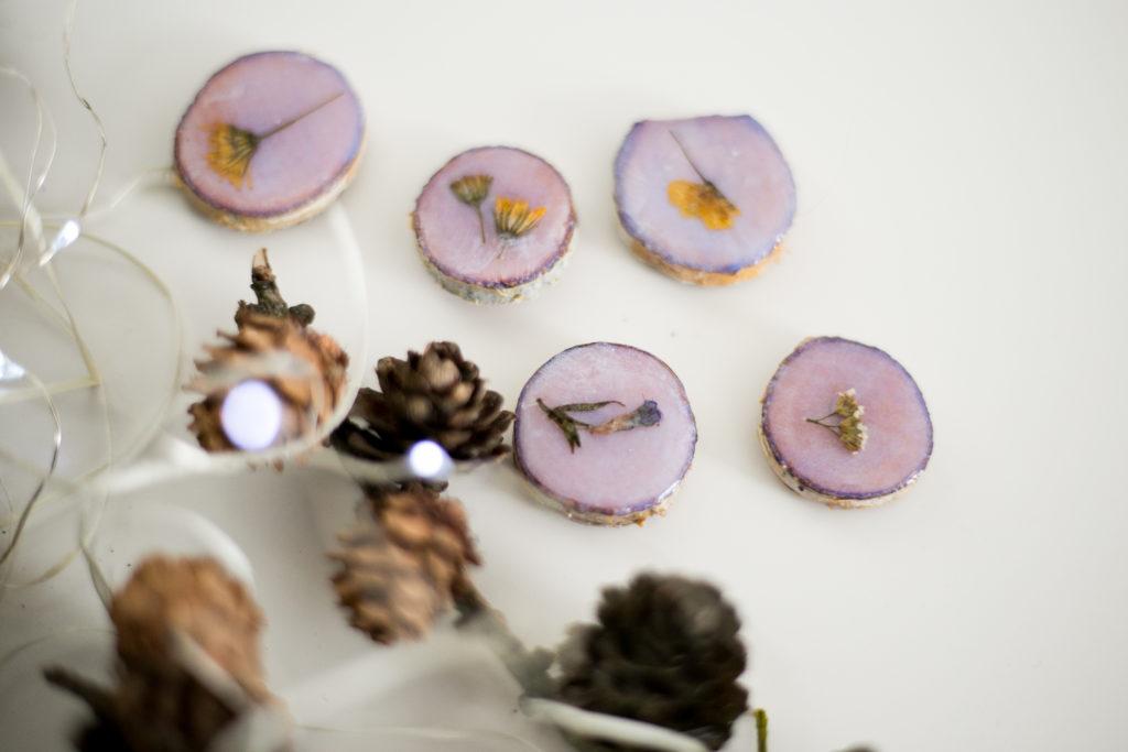 Magnesy na lodówkę z brzozy i kwiatów żywicy