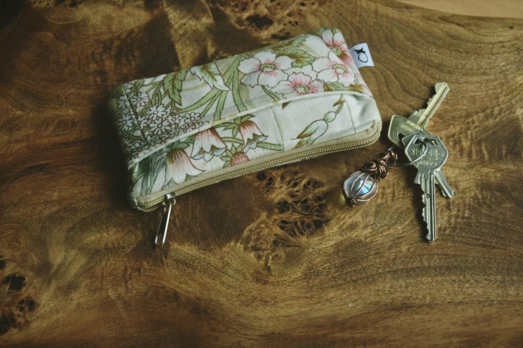 joanka z polskie rękodzieło zero waste kwiaty słowianie las slavica kosmetyczka angel aura poganie slavorum zakładka grzybki wypalana deska ceramika motanka słowiańska lalka plener