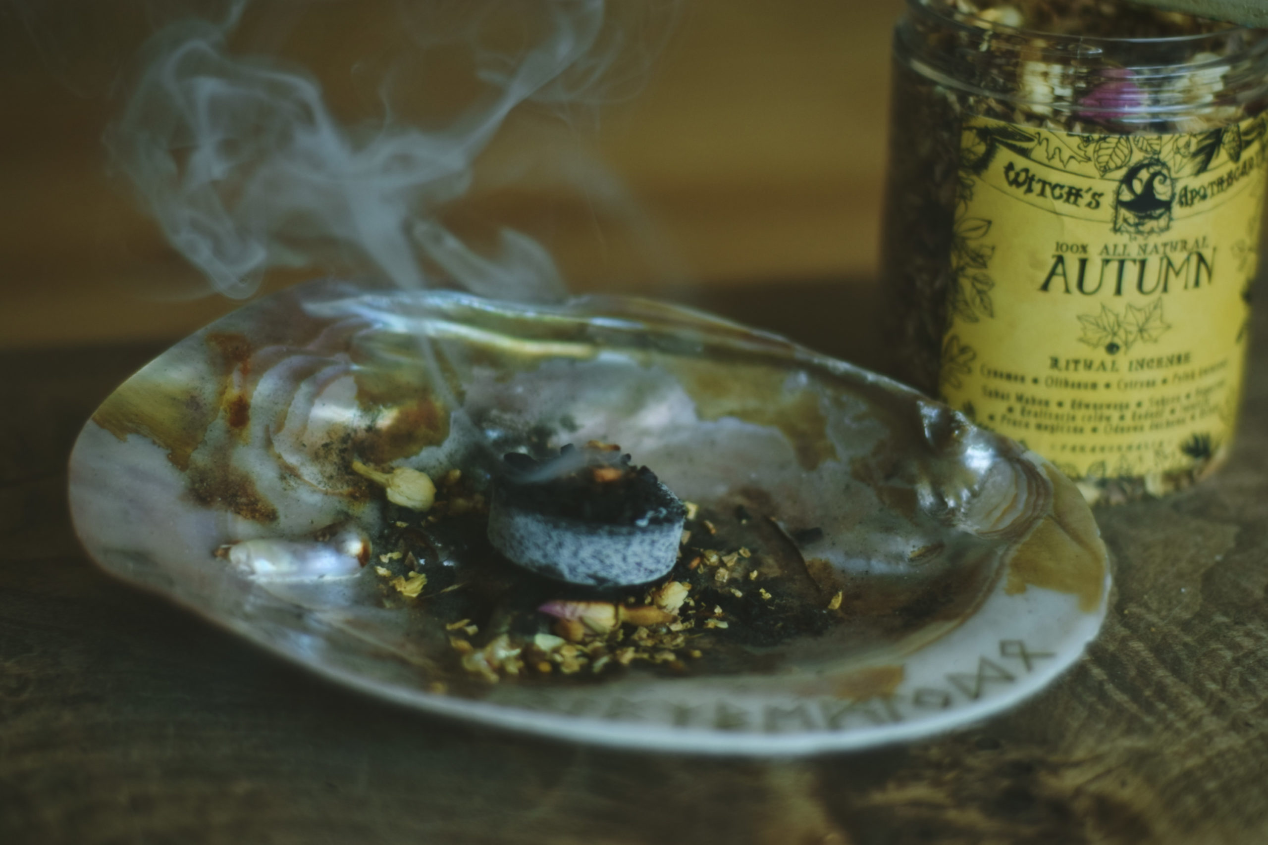 Jak palić kadzidła ziołowe i żywiczne?