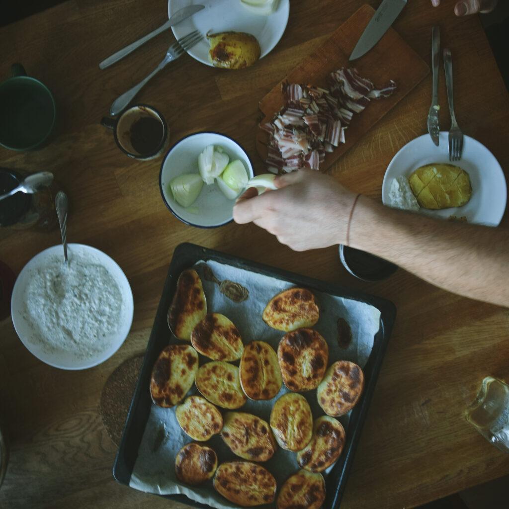 serbsnkie sniadanie serbski dorucak srpski słonina boczek ziemniaki pieczone przepis