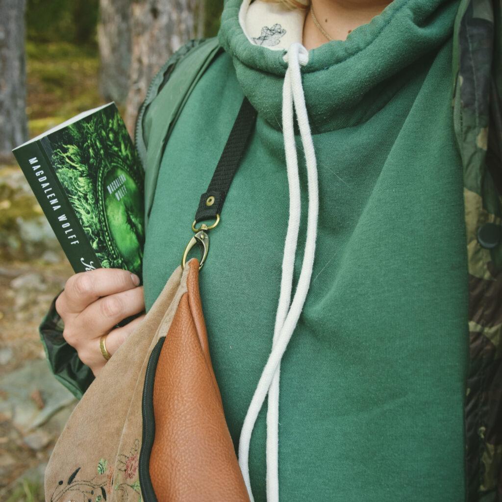 slavic book magdalena wolff oficynka kukułka wrona słowiańskie książki powieść kwiat aproci wiktoria korzeniewska