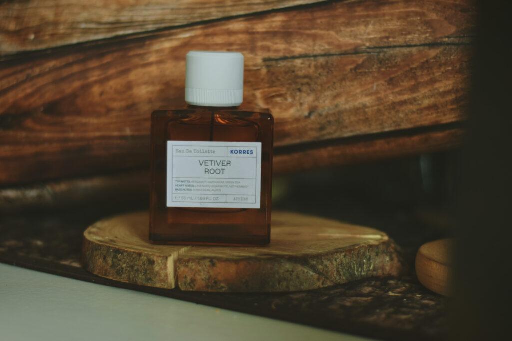 vetiver root korres perfumy niszowe jesienne gourmand pachnące jesienią